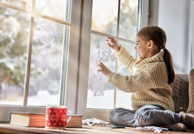 Украшаем окно к Новому году 2019