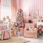Новогодний интерьер с елкой розовый