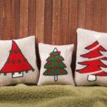 Декоративная новогодняя подушка с елками