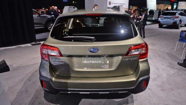 Subaru Outback 2018 года – корма