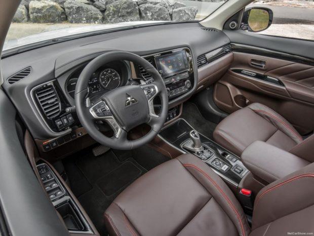 Интерьер Mitsubishi Outlander 2018 года