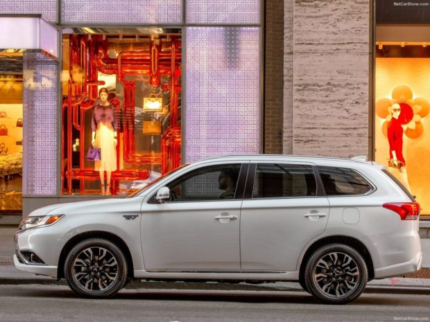Экстерьер Mitsubishi Outlander 2018 года