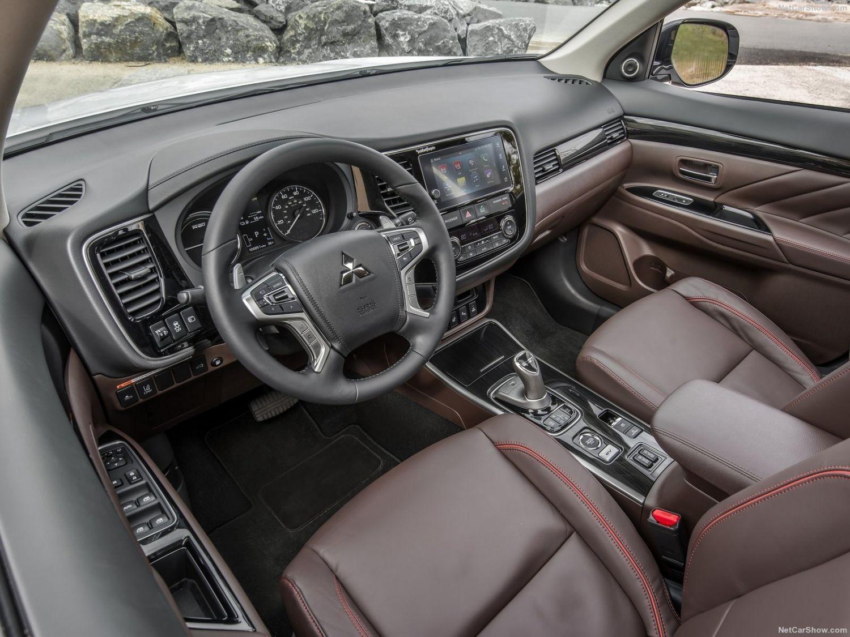 Mitsubishi Outlander 2018 года