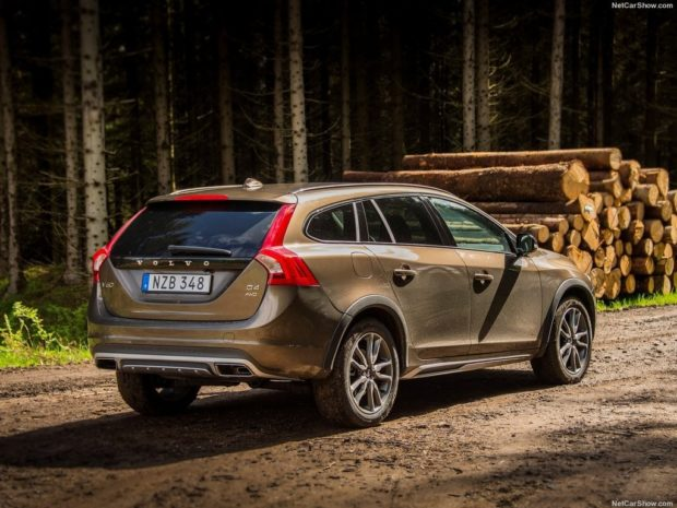 Volvo V60 Cross Country 2018 года
