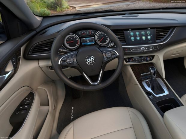 Интерьер Buick Regal TourX