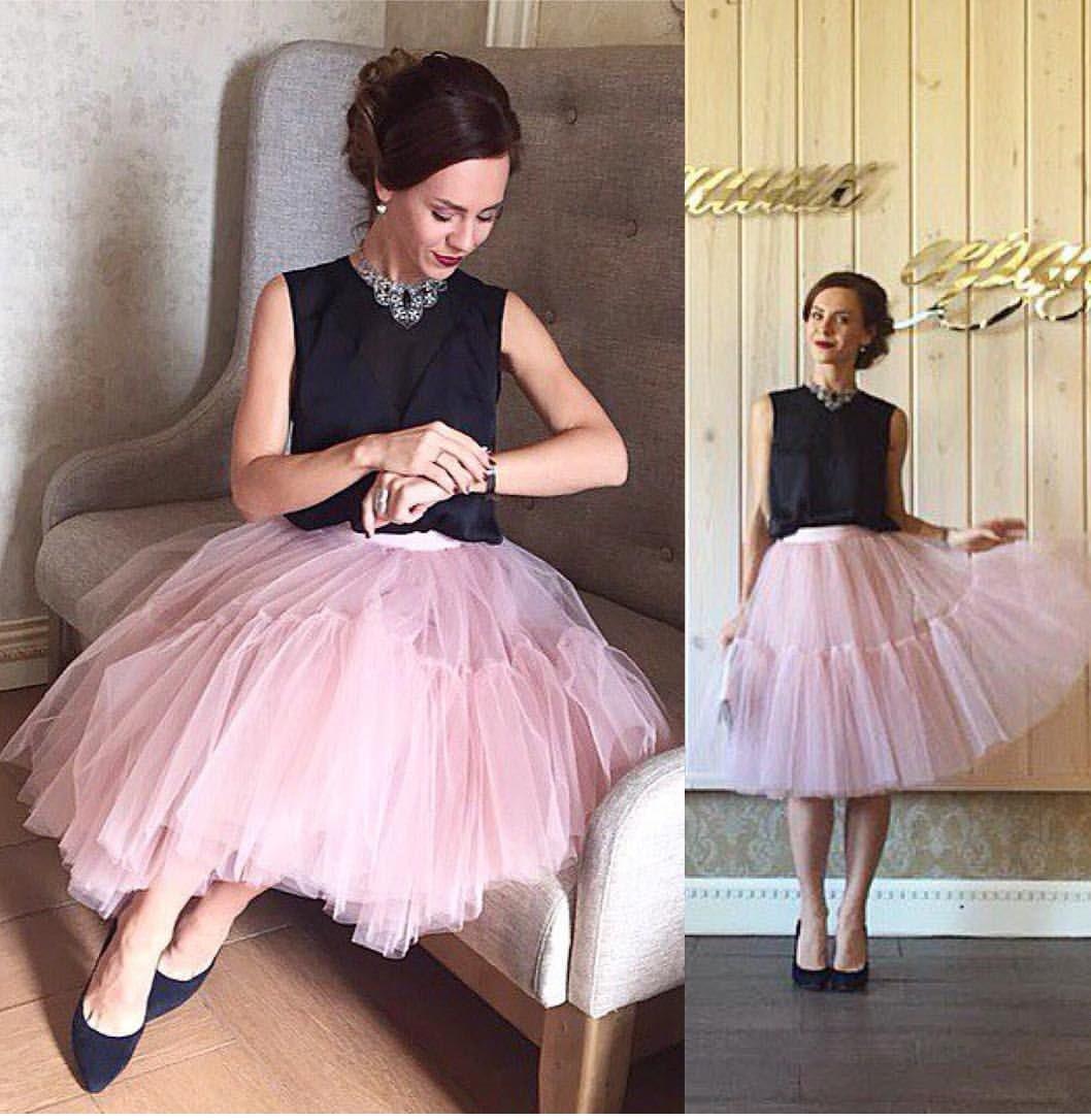 что надеть на новогодний корпоратив 2018: юбка из фатина розовая под блузу