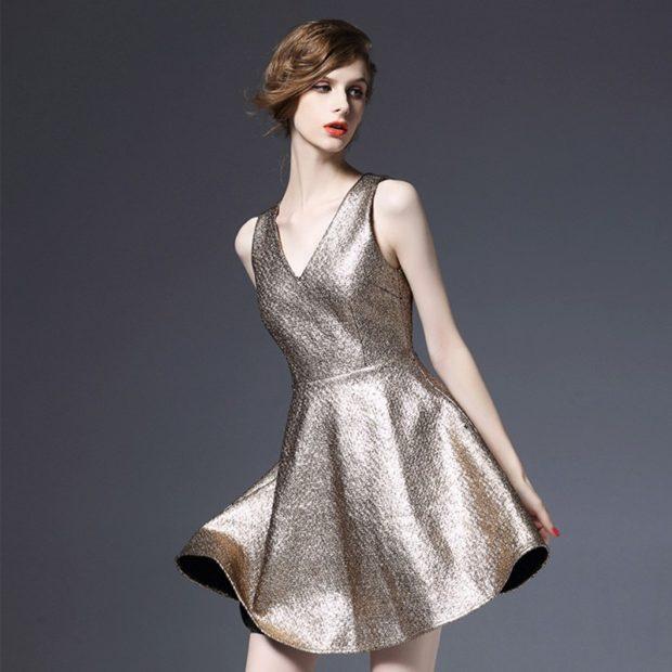 что надеть на новогодний корпоратив 2018: платье в блестку серебристое короткое