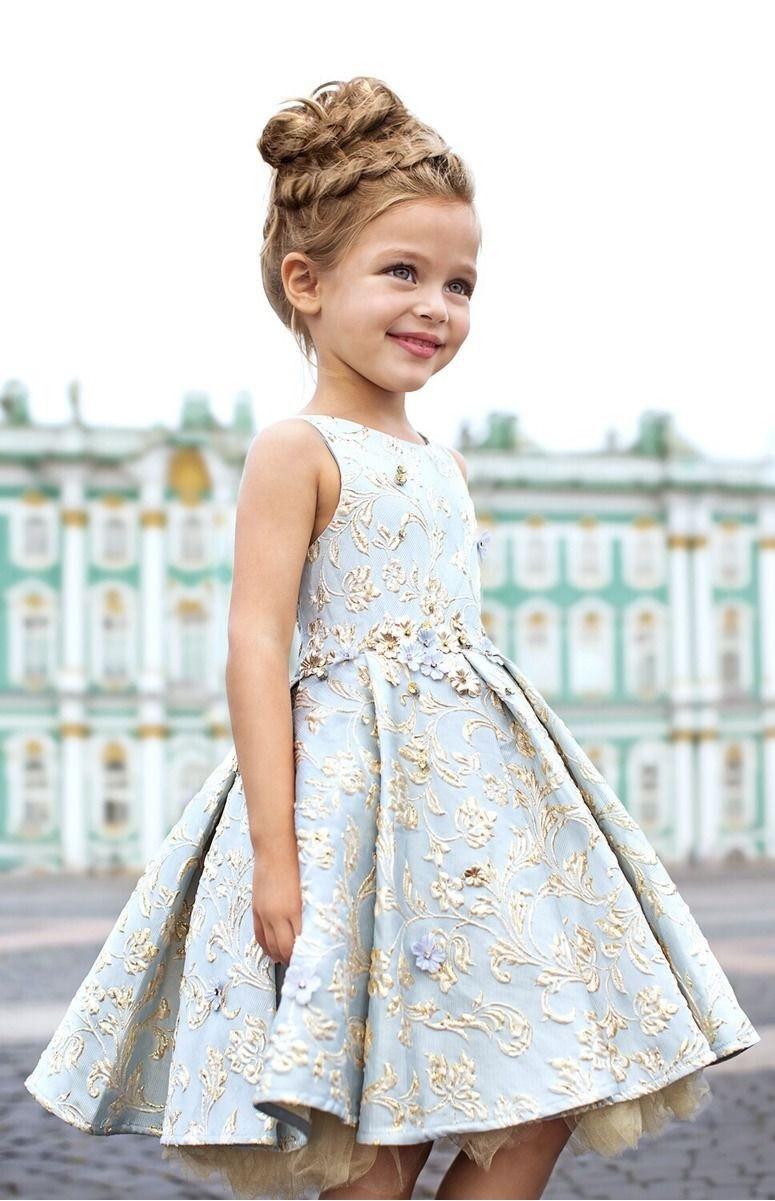 красивые новогодние платья для девочек 2018: без плеч голубое с золотом