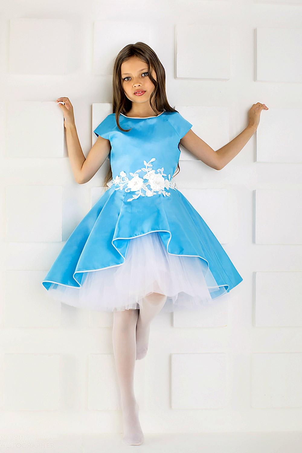 красивые новогодние платья для девочек 2018: платье кукольное голубое с белым пышная юбка
