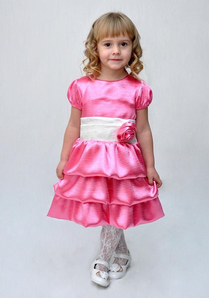 красивые новогодние платья для девочек 2019-2020: платье с воланами розовое с поясом