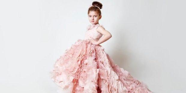 красивые новогодние платья для девочек 2018: платье принцессы розовое с воланами