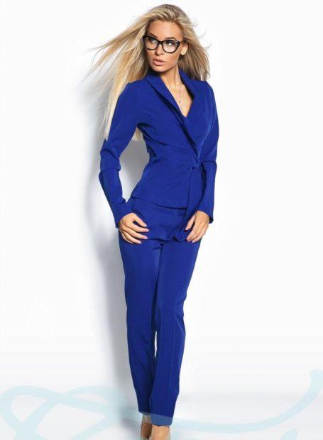 модная осень 2019-2020 костюм брючный синий