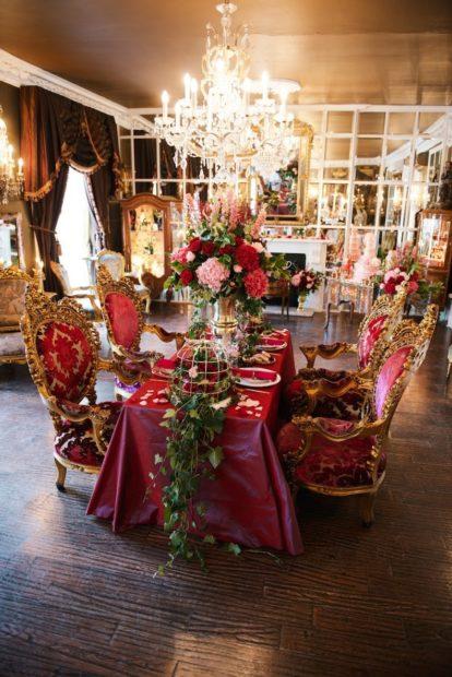 модные свадьбы 2018 стиль барокко красное с золотом