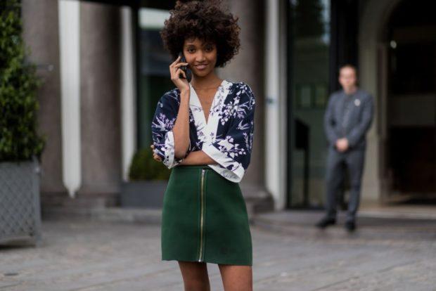 модные луки лето 2018 юбка зеленая блуза