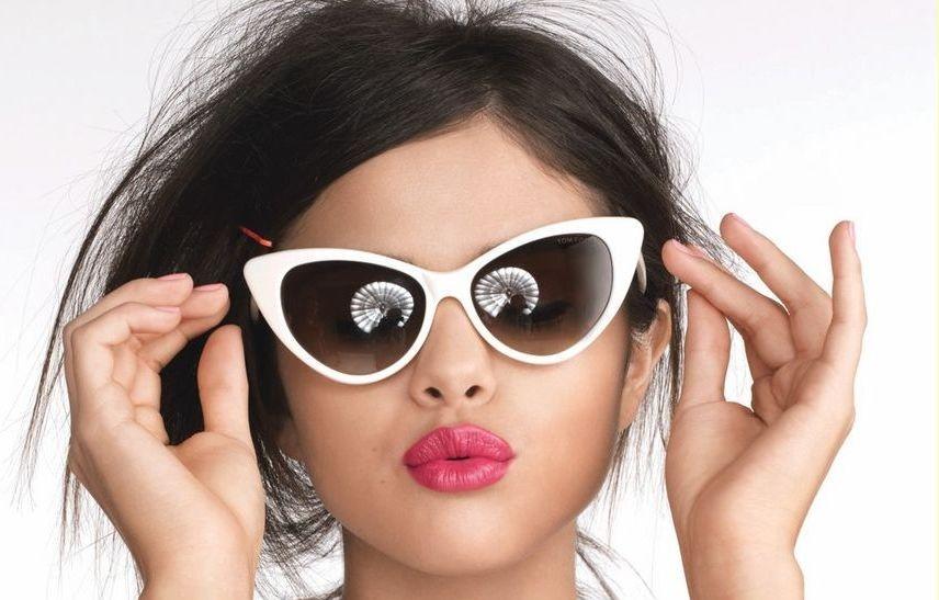 модные очки от солнца 2019-2020: форма лисичка белая оправа черное стекло