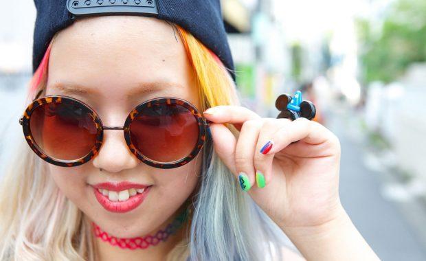 модные очки от солнца 2018: круглые хиппи пластмассовые