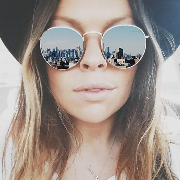 модные очки от солнца 2018: круглые хиппи в металле отражающие