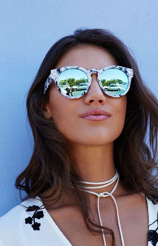 модные очки от солнца 2018: отражающие в форме лисички