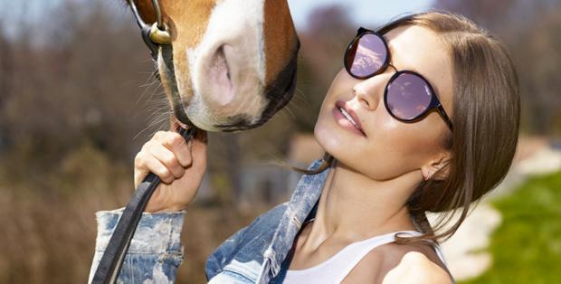 модные очки от солнца 2018: круглые в черной оправе