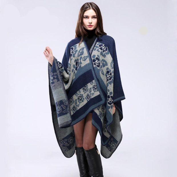 модные женские кардиганы 2019-2020: пончо синее с принтом