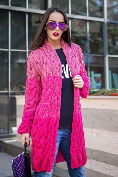 модные женские кардиганы 2019-2020: розовый вязанный