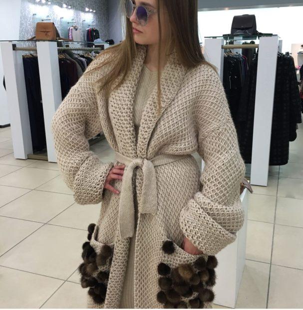 модные женские кардиганы 2019-2020: вязанный светлый с карманами