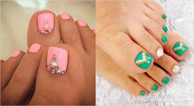 модный педикюр 2019-2020: розовые ногти зеленые с камнями