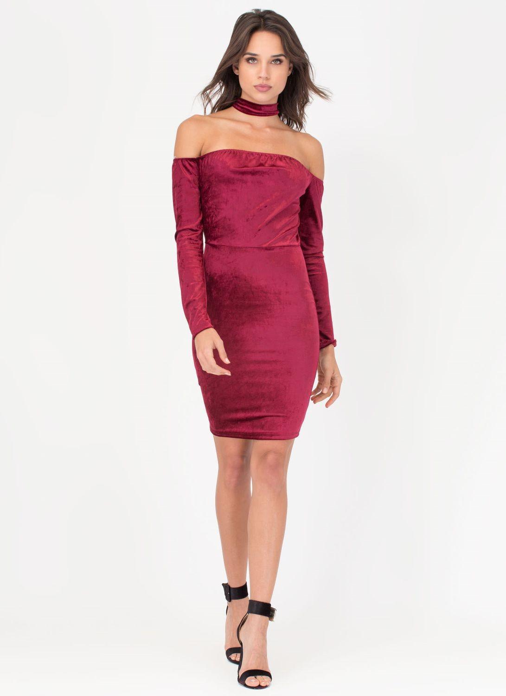новогодние образы 2018: платье из бархата сиреневое без плеч