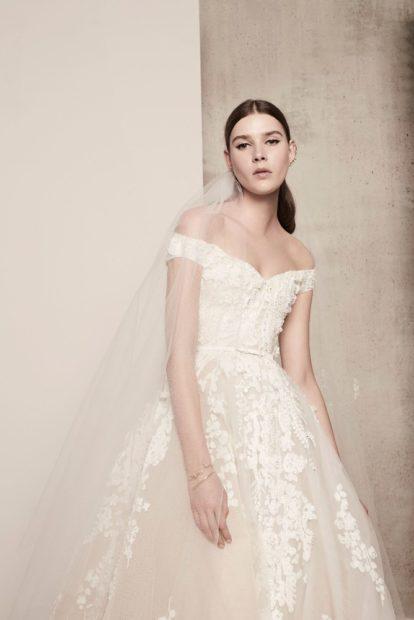 Свадебная коллекция Elie Saab 2018 плате с открытыми плечами