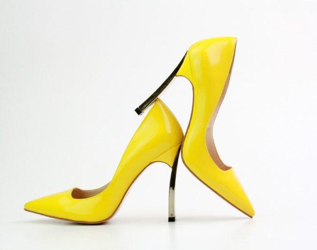 Что надеть на Новый год 2020: туфли лодочки желтые