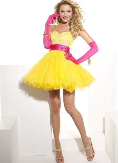 Что надеть на Новый год 2020: платье беби долл желтое