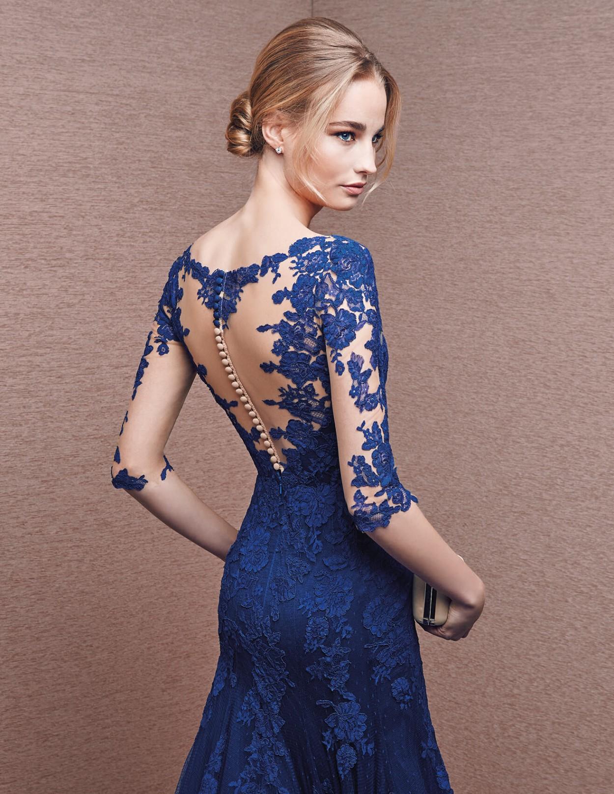 Что надеть на Новый год 2018: платье кружева синие