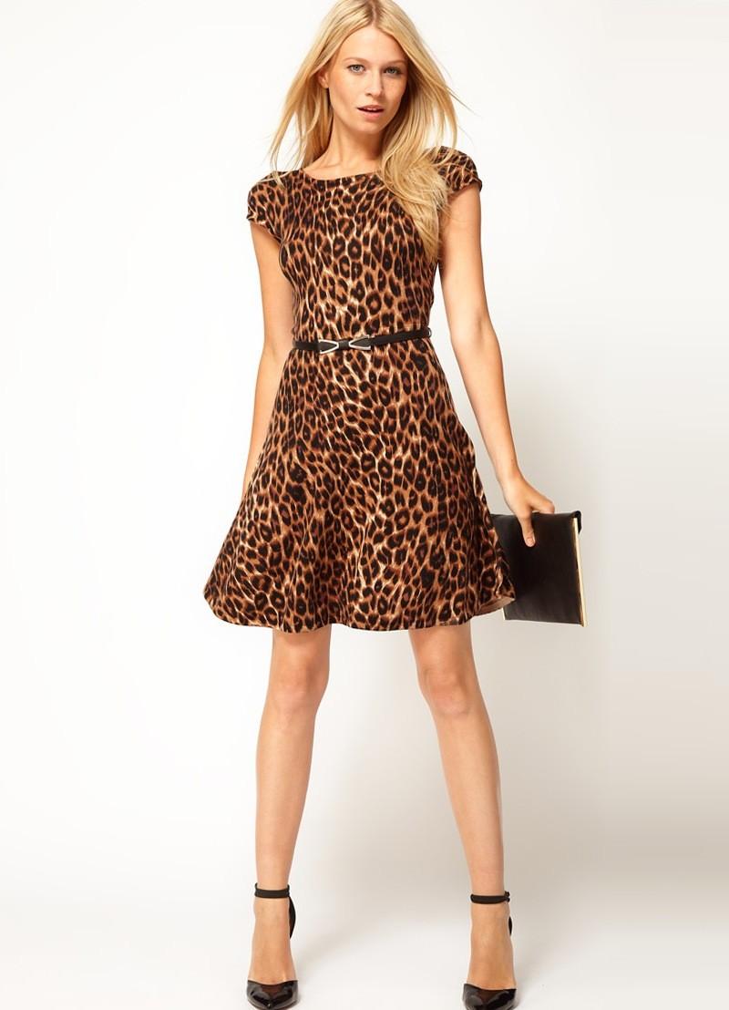 Что надеть на Новый год 2020: платье тигровый принт