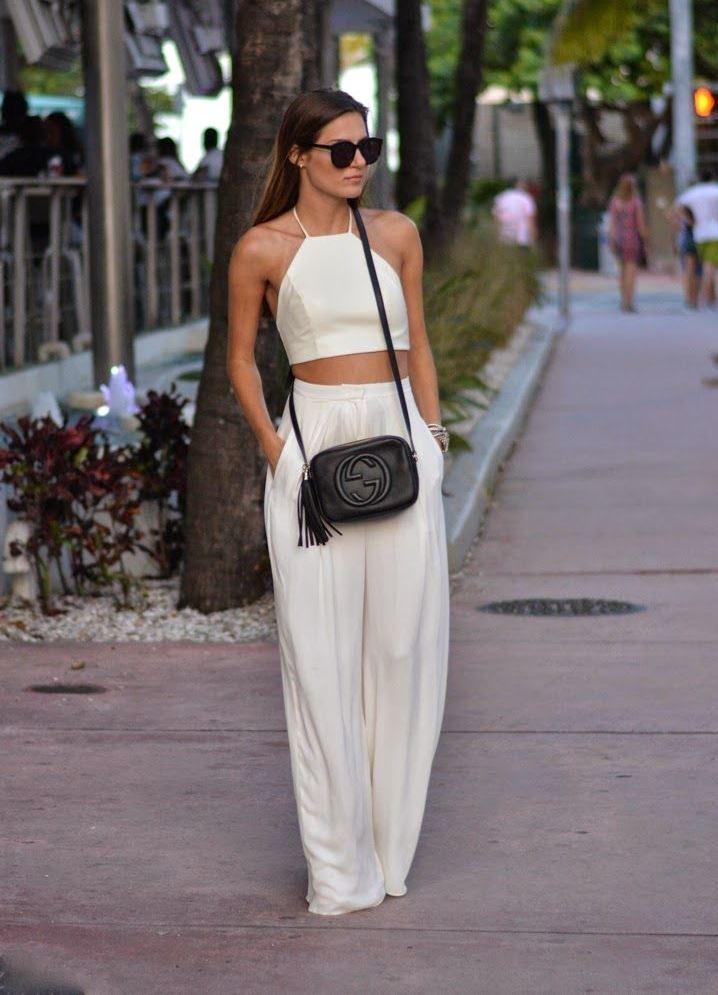 женская мода весна лето 2019: брюки белые топ на бретельках