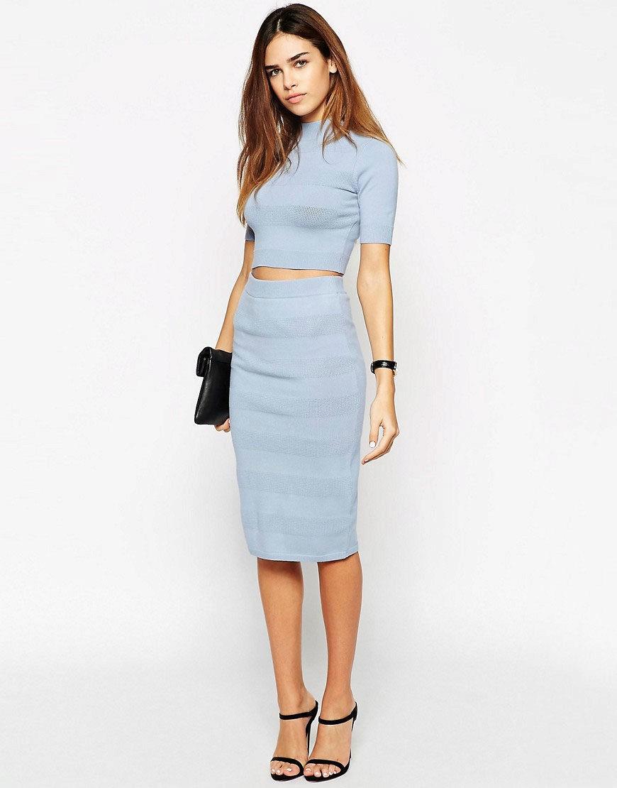 женская мода весна лето 2019: юбка карандаш голубая под топ