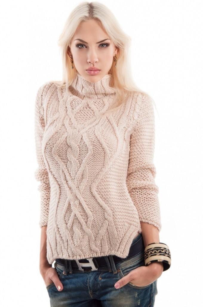 модная одежда 2019-2020: свитер вязанные под горло