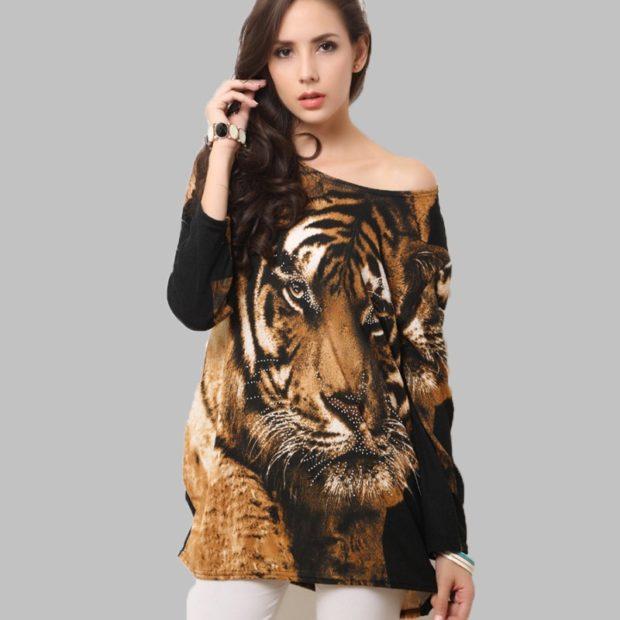 модная одежда 2019-2020: свитер с тигром объемный
