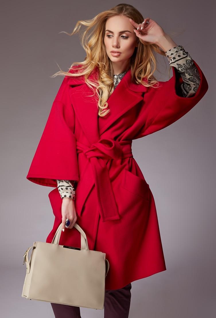 модная одежда 2019-2020: пальто красное с поясом рукав широкий