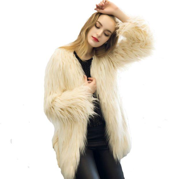модная женская одежда 2019-2020: меховая куртка белая