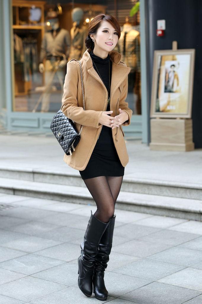 модная верхняя одежда: пальто песчаного цвета короткое