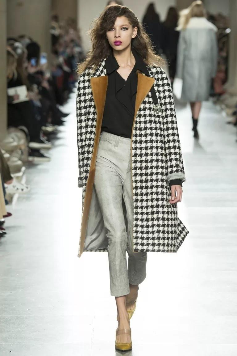 модная весна 2019: пальто в клетку черное с белым