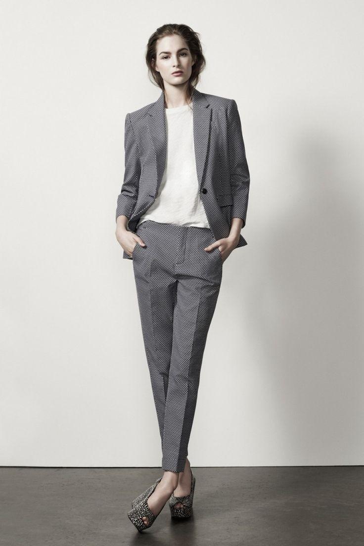 модная весна 2019: костюмы серый укороченные брюки