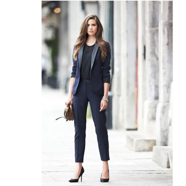 модная весна 2019: костюм брючный темный брюки короткие