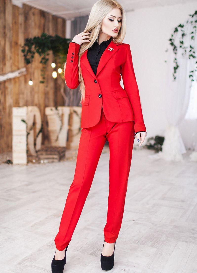 модная зима 2019-2020: красный брючный костюм
