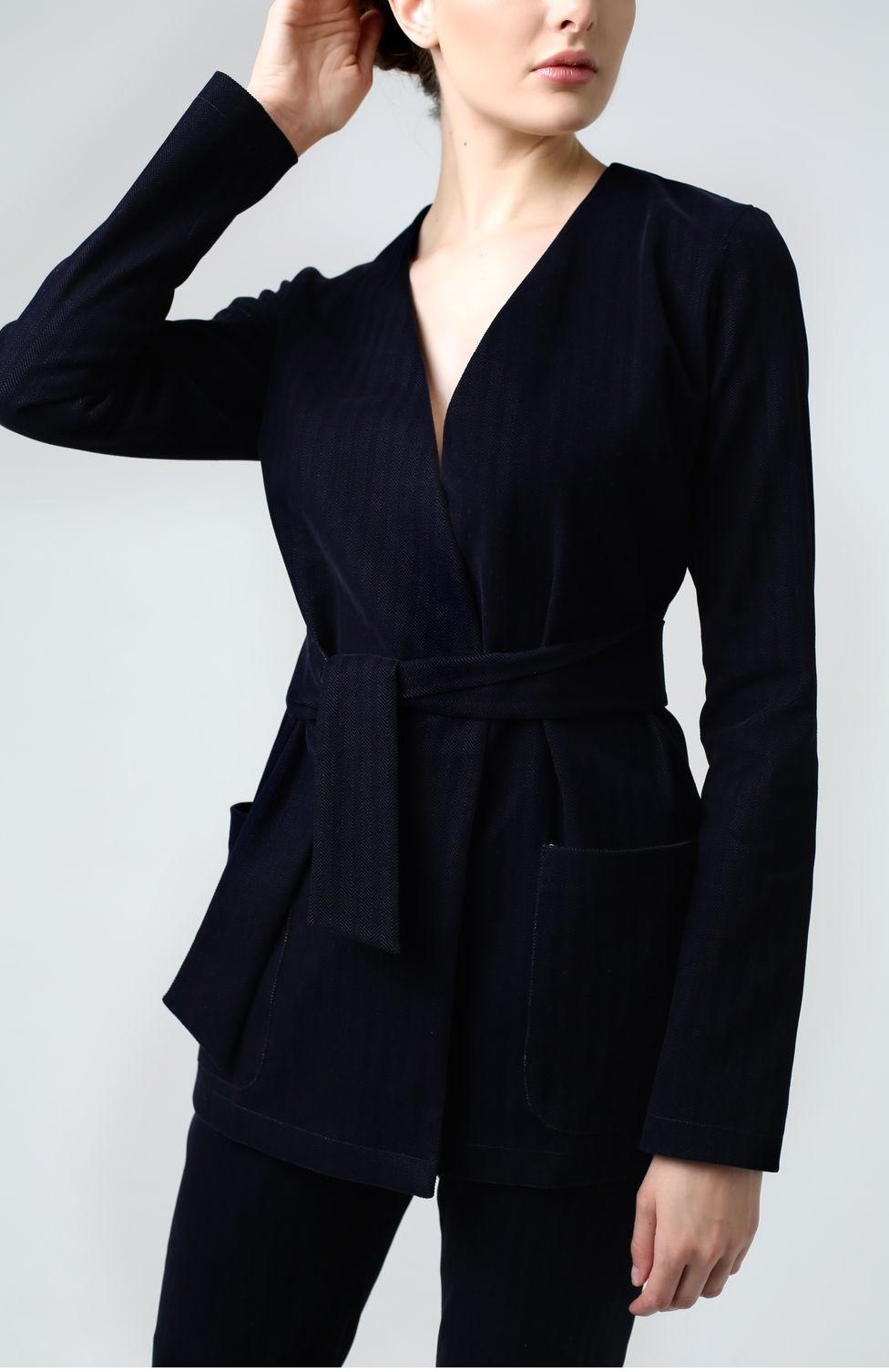 модная зима 2019-2020: костюм синий вельветовый