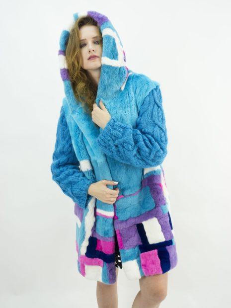 модная зима 2019-2020: шуба цветная голубая в квадраты