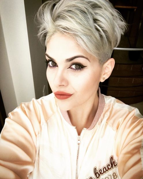 женские стрижки на короткие волосы 2019-2020: стрижка пикси выбритые виски