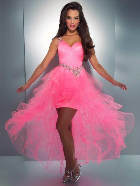 модные цвета лета 2019: розовое платье с фатином
