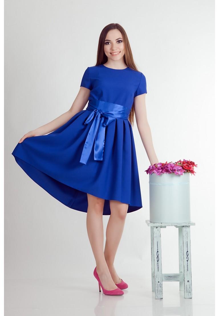 модные цвета лето 2019: синее платье с бантом