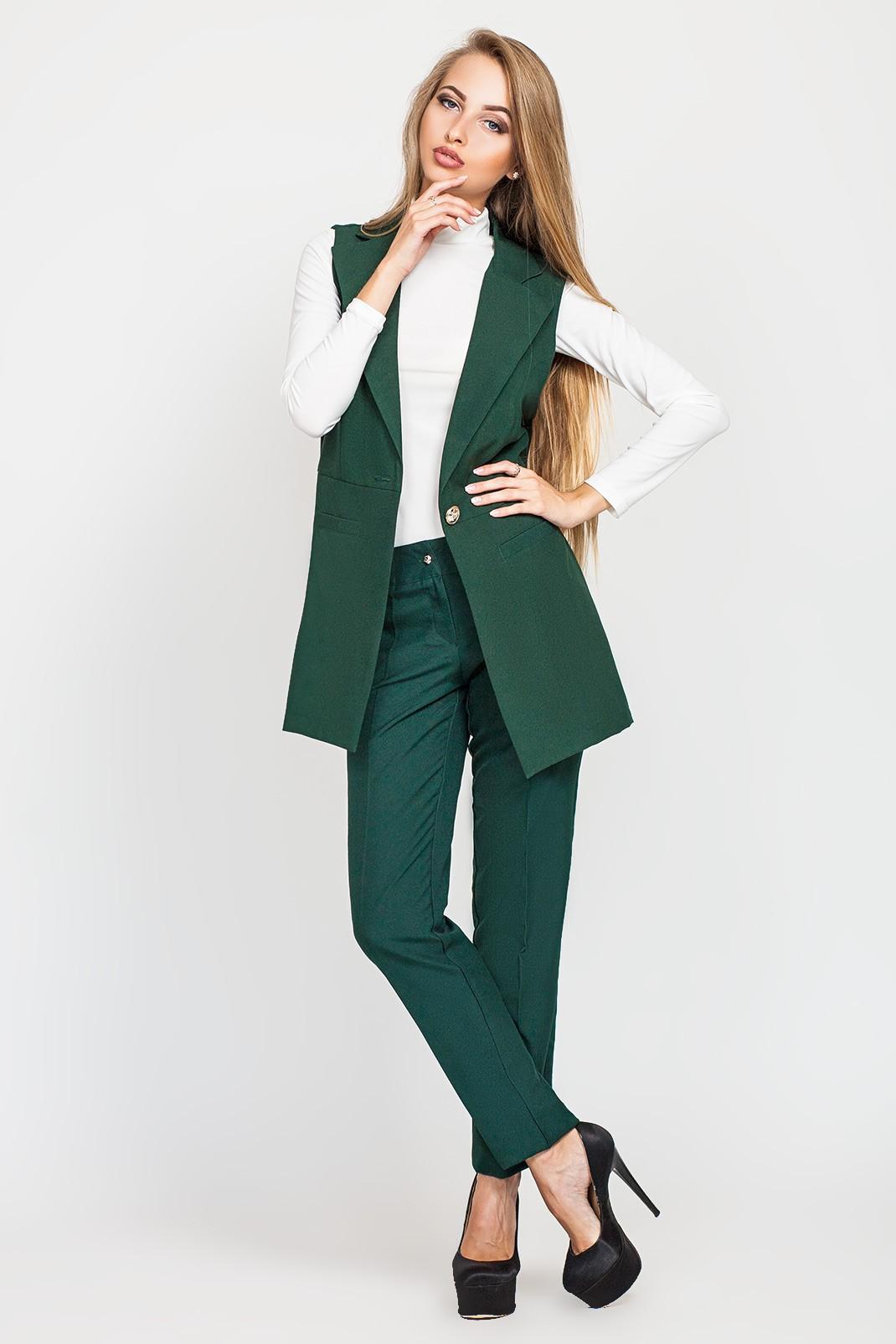 модные цвета осень 2019: брюки зеленые желетка